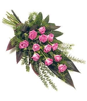 Fleurs-amanda-Surrey-funeral-flowers-Pink-Roses-Sheaf