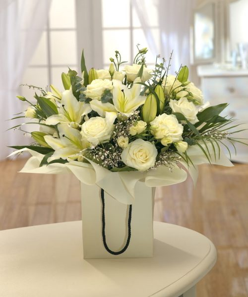 Fleurs-amanda-weybridge-Surrey-bouquets-white-roses