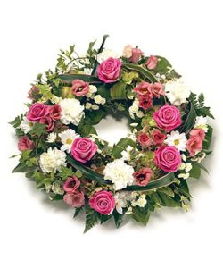 Fleurs Amanda-Weybridge-Surrey-Funeral-Flowers-posies-wreath-Red-Roses-Pink-Roses
