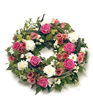 Fleurs Amanda-Weybridge-Surrey-Funeral-Flowers-posies-wreath-Red-Roses-Pink-Roses