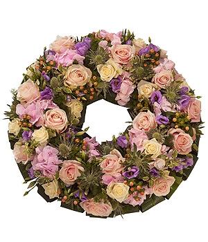 Fleurs Amanda-Weybridge-Surrey-Funeral-Flowers-Posies-wreath-Pink-Roses