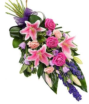 Fleurs Amanda-Weybridge-Surrey-Funeral-Flowers-sprays-sheafs