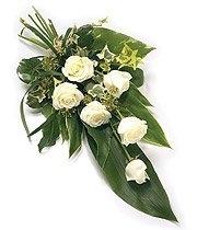 Fleurs-amanda-Surrey-funeral-flowers-six-white-roses