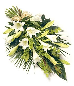 Fleurs-amanda-Surrey-funeral-flowers-white-lily-sheaf