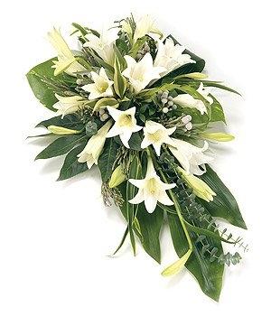 Fleurs-amanda-Surrey-funeral-flowers-White-Lily-Spray