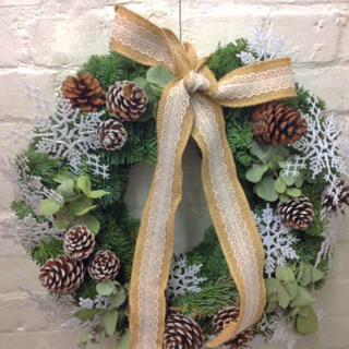 Fleurs-amanda-Surrey-bouquets-christmas-wreath-3