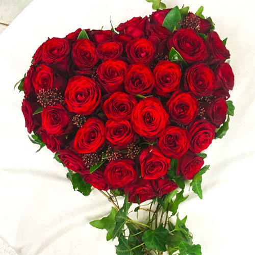 Fleurs-amanda-Surrey-Valentine's-day-Red-Roses-24-heart