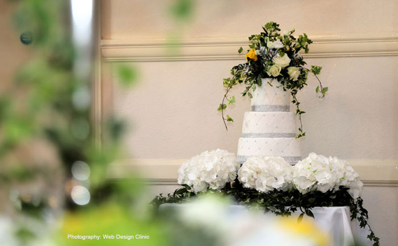 Fleurs-amanda-Surrey-wedding flowers- cakes